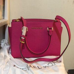 Michael Kors SELMA raspberry  saffiano leather